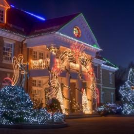 Светодиодные декорации фасадов зданий к новогодним праздникам