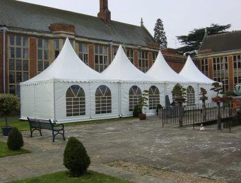Компания Профитент приобрела большую партию абсолютно новых шатров и мебели
